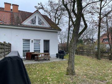 Sehr gepflegtes Einfamilienhaus in ruhiger und zentraler Lage, 13591 Berlin, Doppelhaushälfte